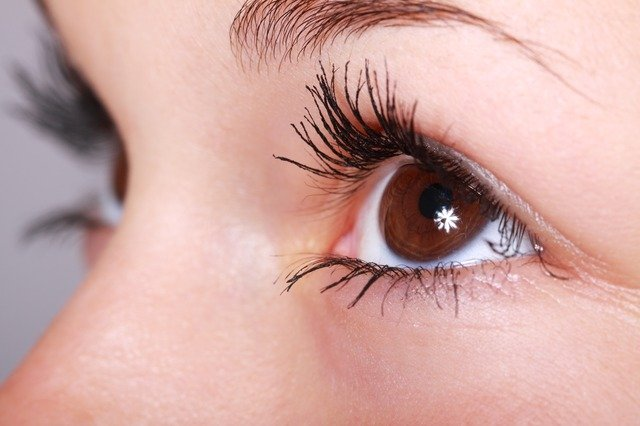 Longer, Thicker Eyelashes Without Extensions