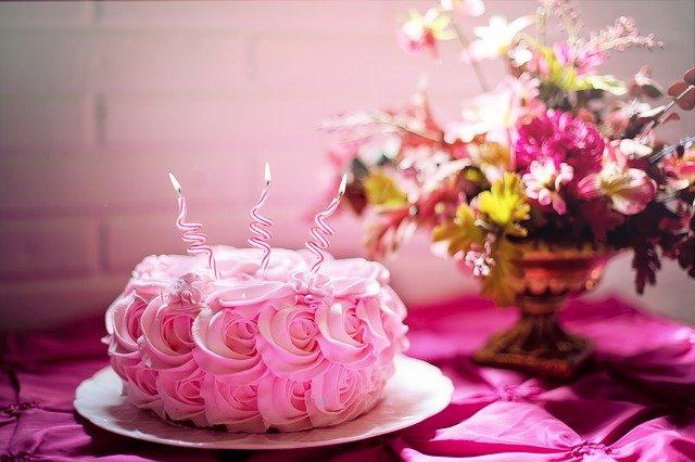 Top 5 Benefits Of Ordering Cake Online