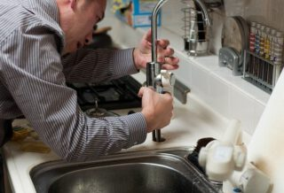 4 Tips for Unclogging Pipes at Home